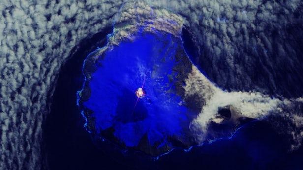ВИДЕО: На Антартикот е откриено езеро од лава