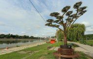 """Во Осијек """"никна"""" соларно дрво кое ќе го реши најголемиот проблем на пливачите"""