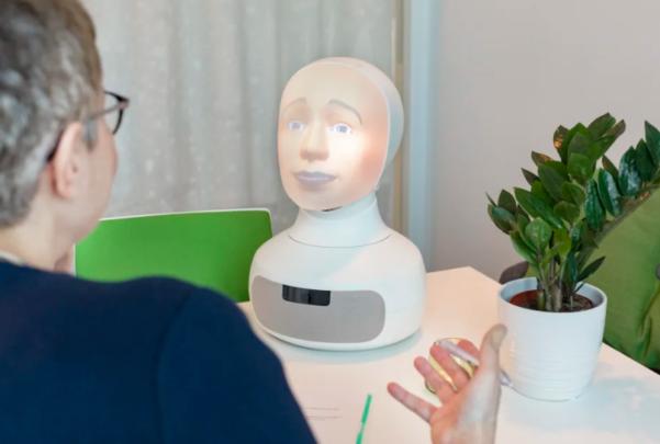 Роботот Tengai е првиот во светот кој непристрасно интервјуира кандидати за работа