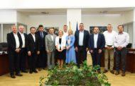 Потпишани договори за изградба на улици, водоводи, набавка на механизација во 12 општини