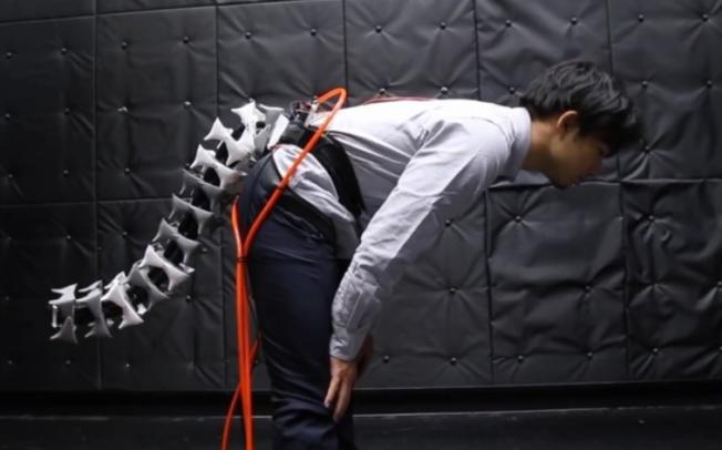 Јапонци направија роботски опаш кој им помага на луѓето со проблеми со грбот