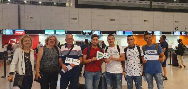 Иван, Никола, Фидан и Душко, средношколци од Кочани успешни на Европскиот натпревар на најдобри ученички компании во Франција